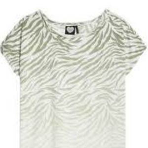 ✨3 for $20✨ womens trigger striped t shirt